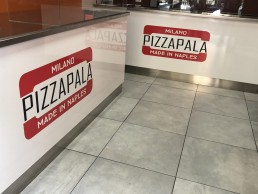 adesivi bancone pizzeria